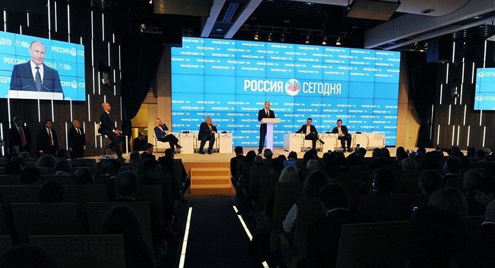 """普京:""""今日俄罗斯""""正积极发展海外编辑部系统"""