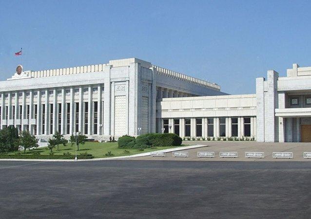 平壤萬壽台議事堂