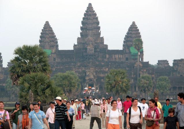 媒体:柬埔寨热带丛林现中世纪城市