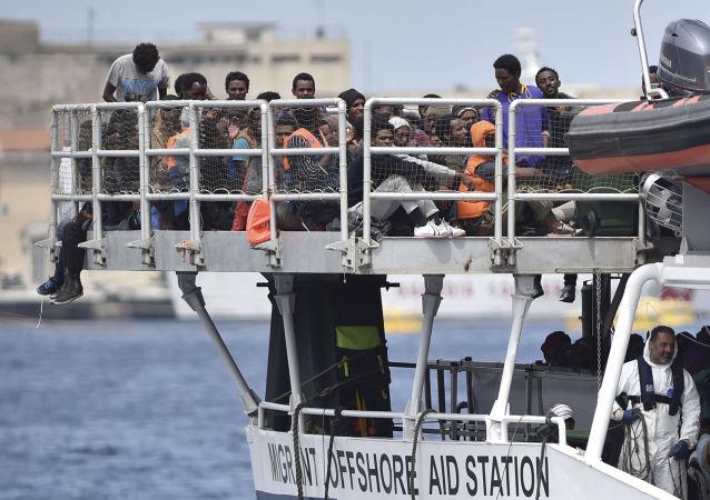 意大利海岸警卫队:逾1500名难民在穿越地中海时被救起