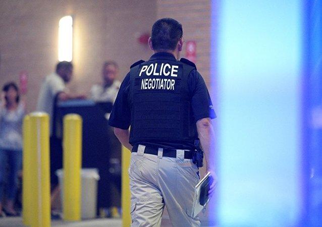 媒体:美国两人向哀悼仪式开火 致2死8伤