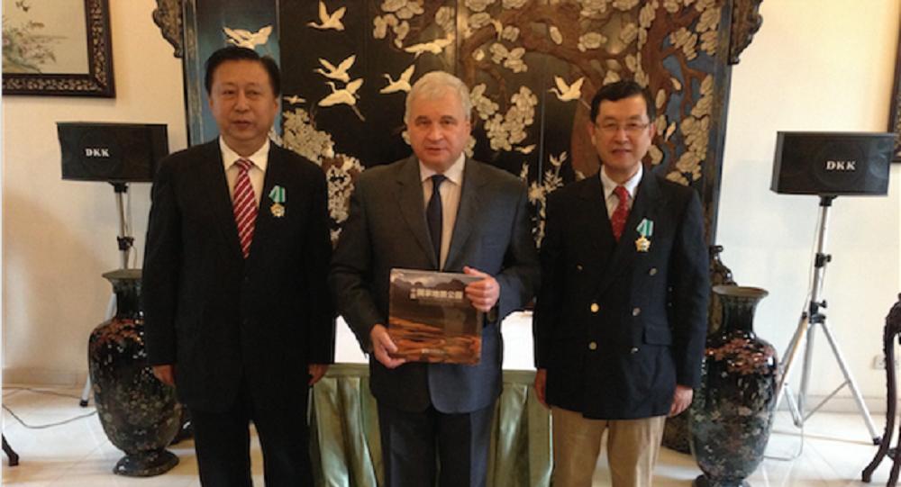 俄駐華大使向中方代表頒發友誼勳章 表彰其為兩國關係發展做出貢獻