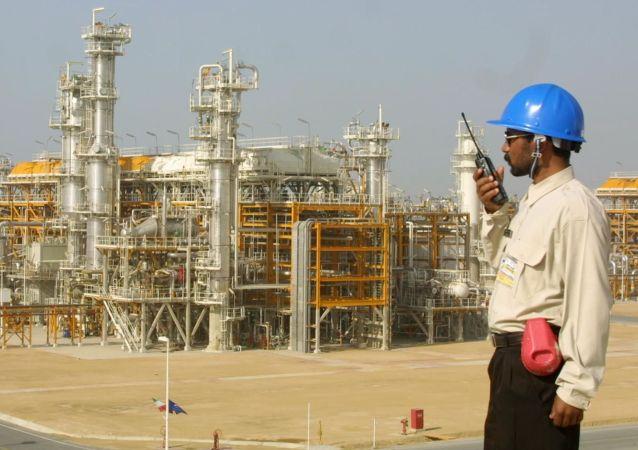 """俄驻伊朗商务代表:按""""石油换商品""""计划俄或对伊提供450美元的商品"""