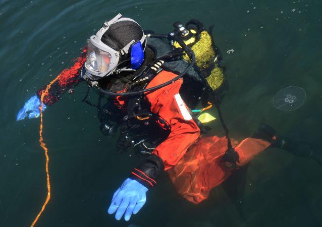俄太平洋舰队成功完成416米深潜实验