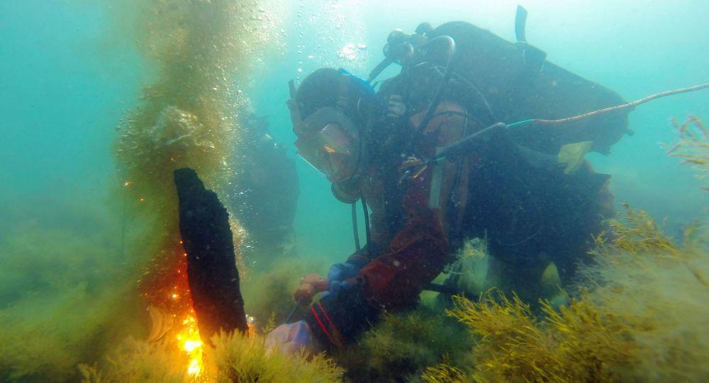 专家称装有艾伊瓦佐夫斯基画作的克里米亚沉船被破坏文物者毁坏