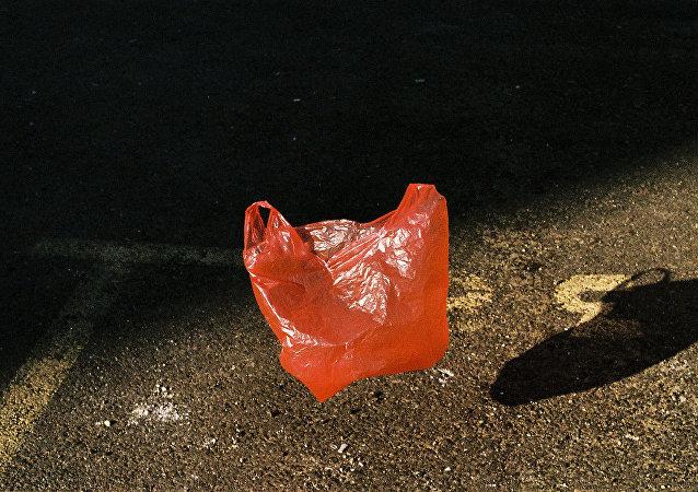 坦桑尼亚实行塑料袋禁令 违者面临罚款或监禁