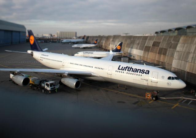 漢莎航空一架客機因發動機故障迫降柏林機場