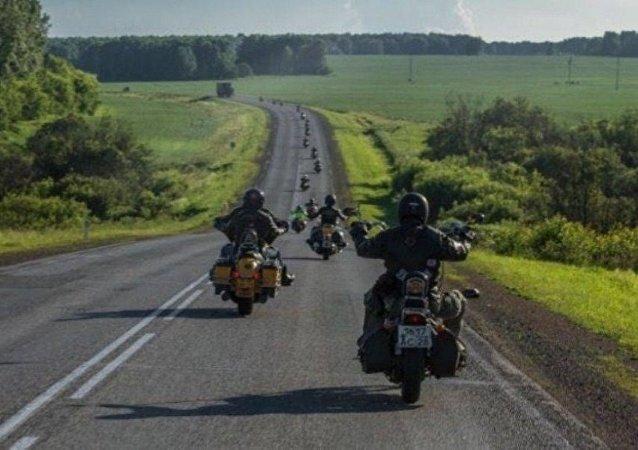 中国-叶卡捷琳堡摩托车骑行活动参与者抵达贝加尔湖 已骑行5000多公里