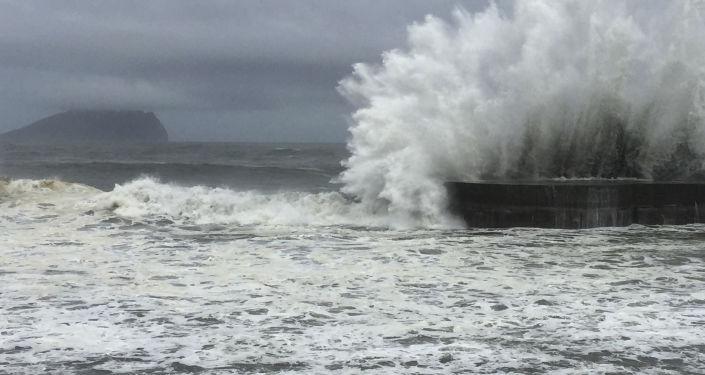 雙颱風正在向台灣推進