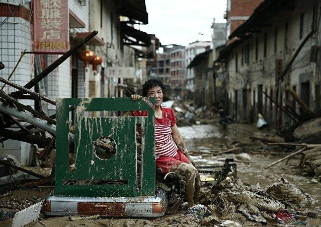 中国宣布提高台风灾害等级135000人已被疏散