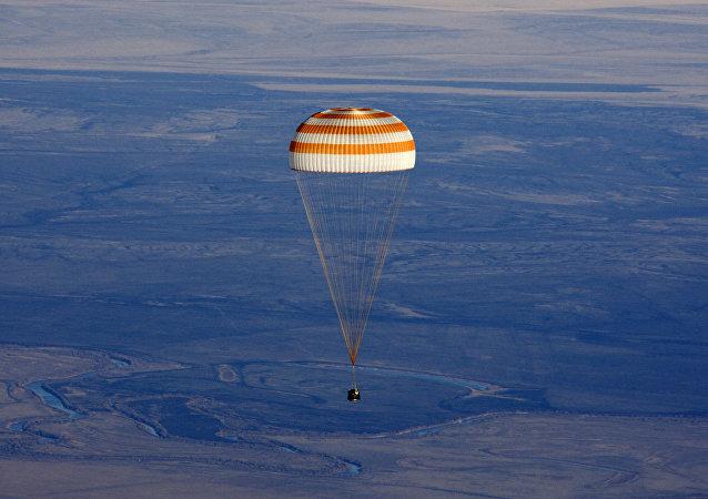 在「Innoprom」展會上展示了用於太空飛船的降落傘系統