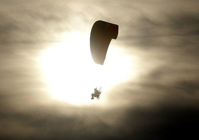 美國跳傘員7月30日將進行7600米高空無傘空降