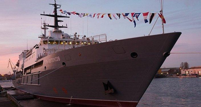 """俄国防部:俄海军""""伊戈尔∙别洛乌索夫""""号通过苏伊士运河并继续航行"""
