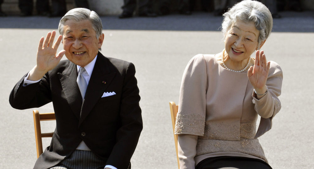 明仁天皇和美智子皇后在東京