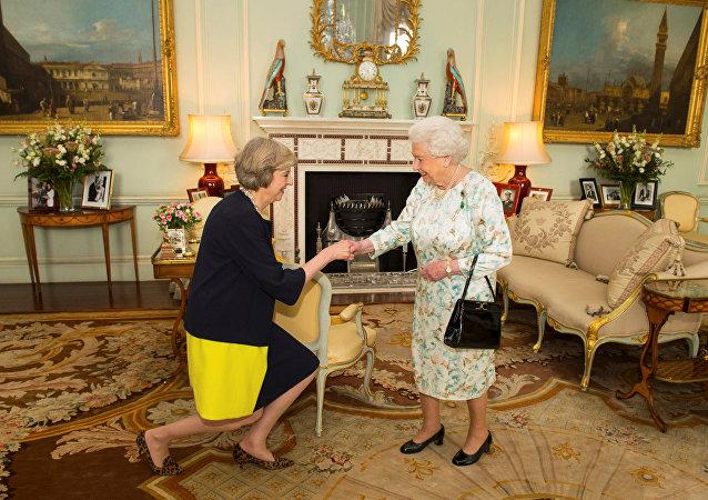 伊丽莎白二世任命特蕾莎·梅为英国首相