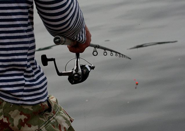 俄堪察加一居民為其喜歡的漁具商店償還債務