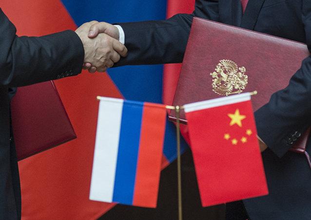 """俄大使:俄中""""两河流域""""合作机制理事会会议期间拟签署十余份协议"""