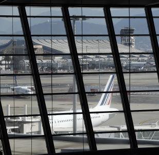 科威特航空客機與法國尼斯機場建築發生碰撞 無人受傷
