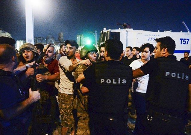 土耳其共有超過3.5萬人因涉嫌參與未遂政變被拘留