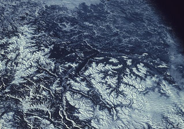 太空俯瞰地球的冬天:阿尔泰及其周边地区所在的区域