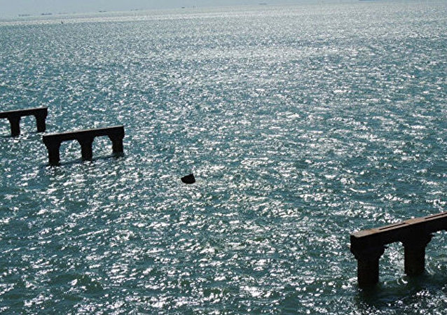 曾撞擊刻赤海峽大橋臨時橋柱的土耳其貨輪駛離亞速海
