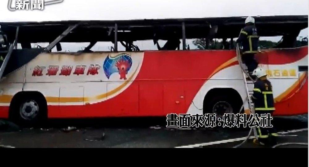 媒体:台湾大巴撞涵洞事故致21人受伤