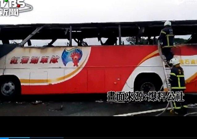 媒體:台灣大巴撞涵洞事故致21人受傷