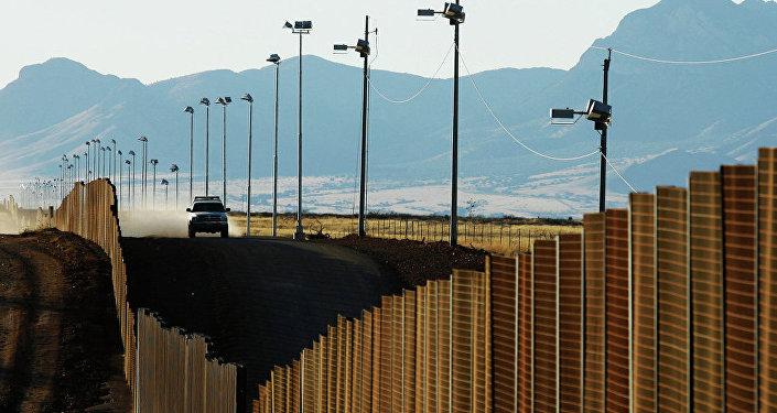 美国共和党正式支持特朗普在美墨边境修筑围墙提议