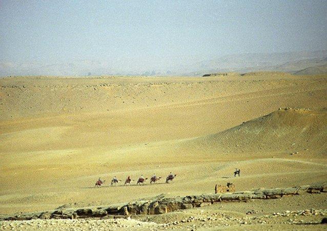 中国首次组织航天员进行沙漠野外生存训练