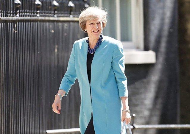 英国首相为获准组阁前往觐见女王