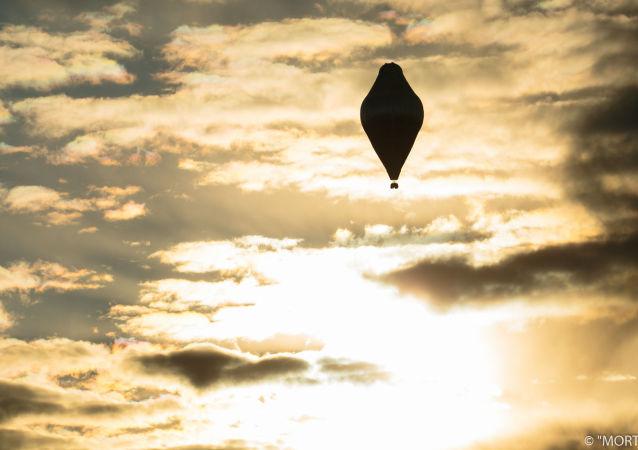 電視台:費德羅•科紐赫夫打破乘熱氣球環球旅行的世界記錄,飛行11天