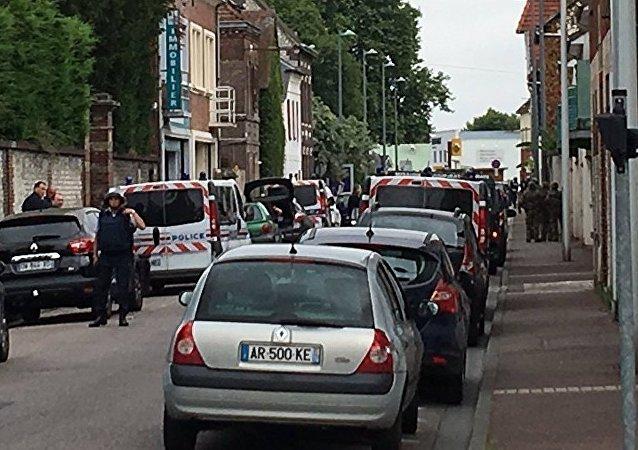 法國內政部:魯昂市郊劫持人質事件是有預謀的