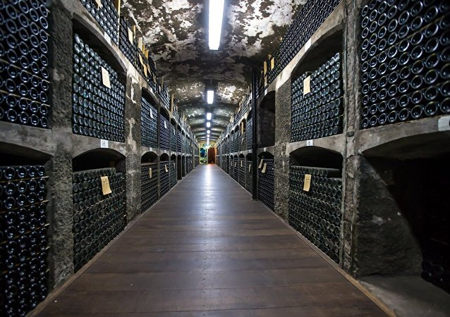俄「打開套娃」公司自6月起將向中國供應俄產酒