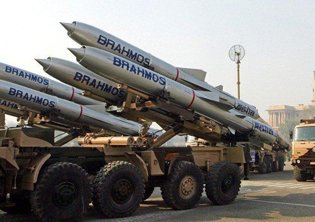 """印度成功试射陆基""""布拉莫斯""""超音速巡航导弹"""