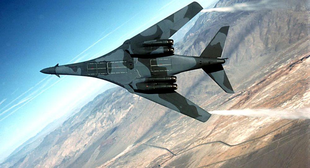 """美国B-1B """"枪骑兵""""(Lancer)战略轰炸机"""
