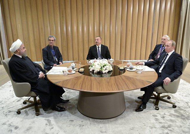 俄羅斯總統普京、阿塞拜疆總統阿利耶夫和伊朗總統魯哈尼
