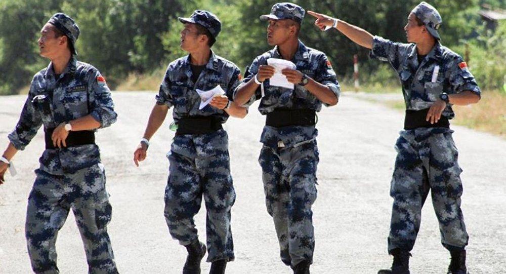 俄空降兵在華訓練備戰「空降排」比賽