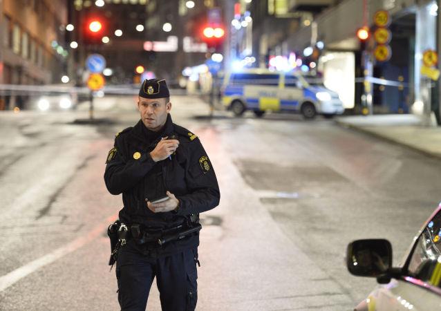 戴面具的不明身份者向瑞典犹太教堂投掷燃烧瓶