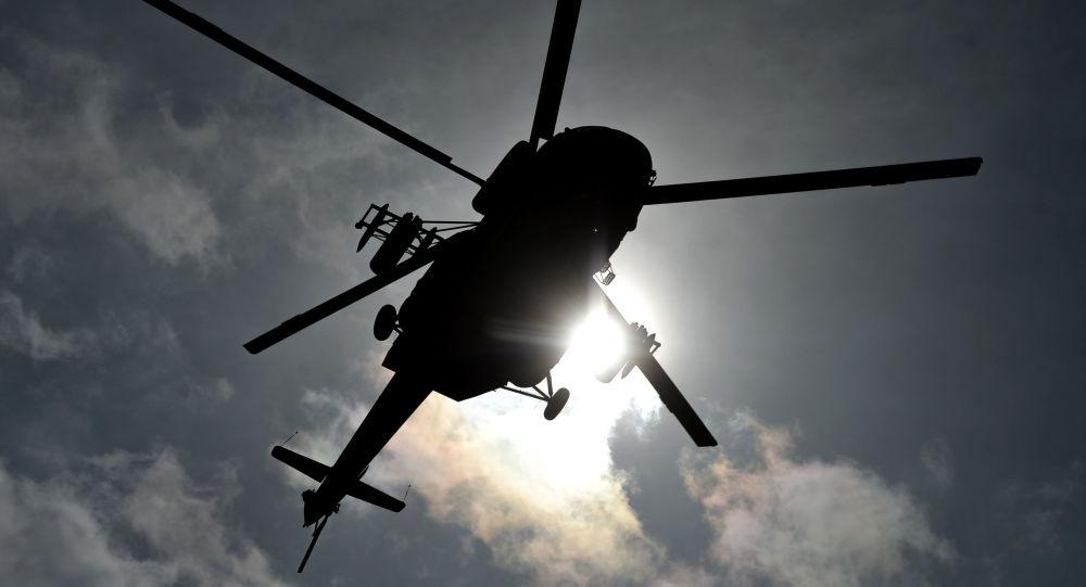 在華南有兩名男子因站在別人的直升機前拍照被要求賠償