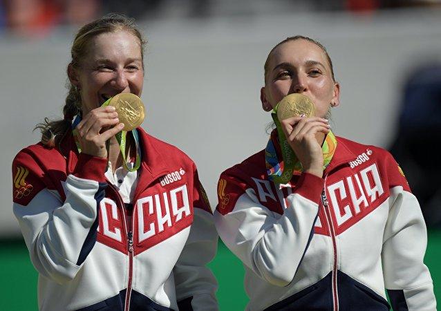 俄罗斯女将玛卡洛娃和韦斯尼娜赢得奥运会网球双打金牌
