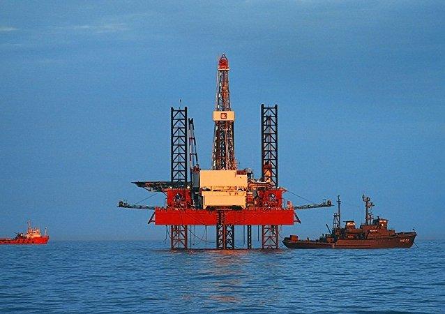 俄罗斯能源部:2017年俄大陆架石油开采量将达2600万吨 同比增16.6%