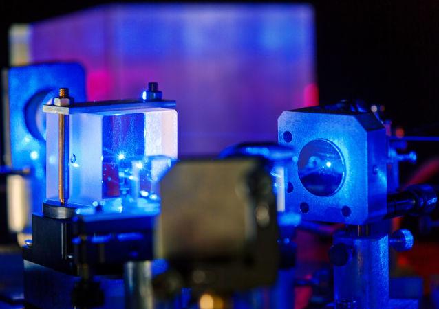 蓝色的激光(量子物理学实验室)