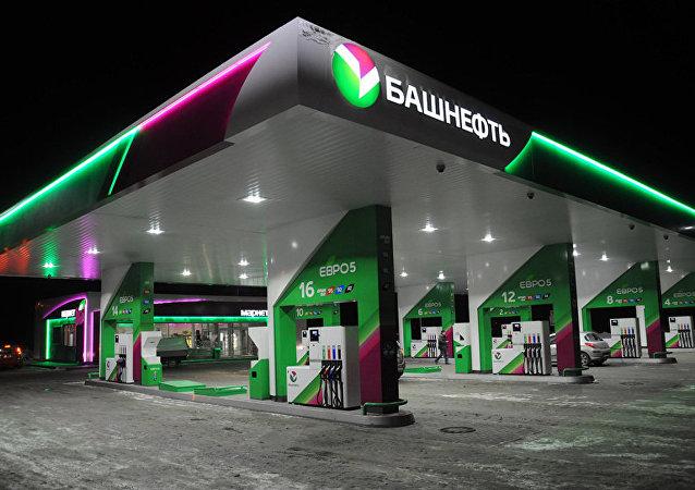 巴什石油公司的汽車加油站