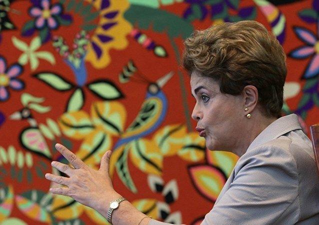 巴西总统请求中止弹劾进程并承诺举行公投