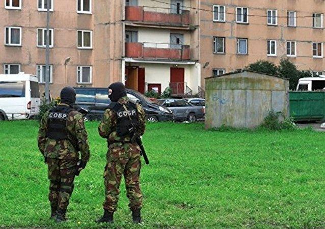 在俄萨马拉市郊因炸弹和恐怖分子消息正展开特别行动