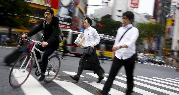 工作累?日本员工每月加班80小时