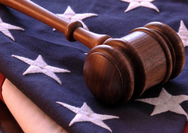 Молоток судьи на флаге США