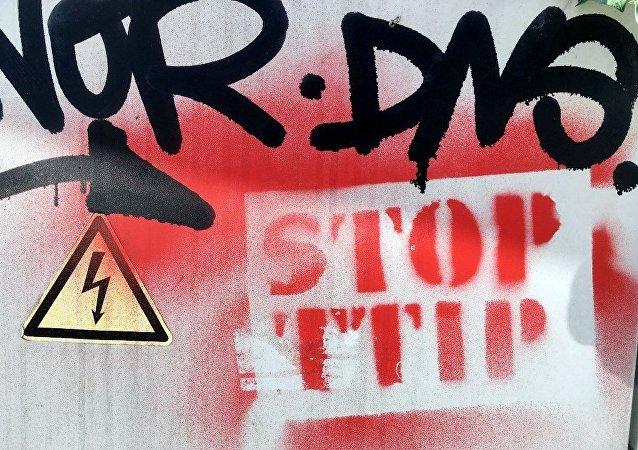 德國愈10萬人走上街頭抗議簽署TTIP