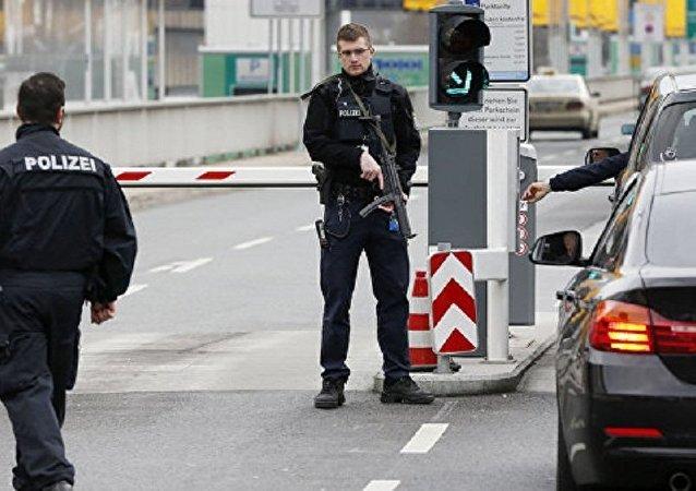 德国警方:柏林舍内费尔德机场航站楼因不明气体关闭
