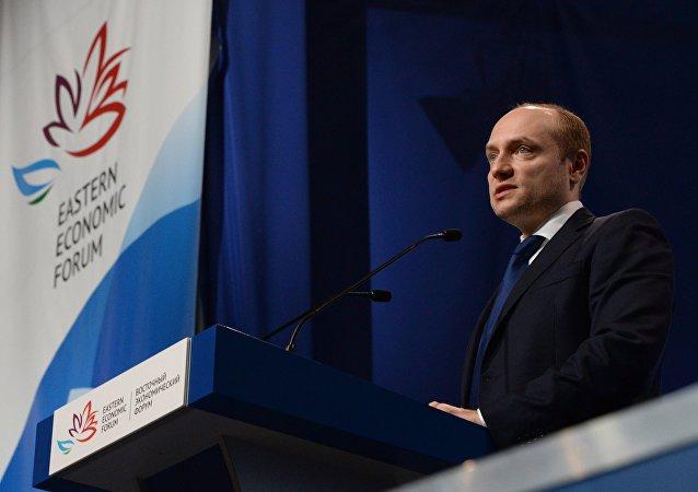 俄远东发展部长亚历山大·加卢什卡